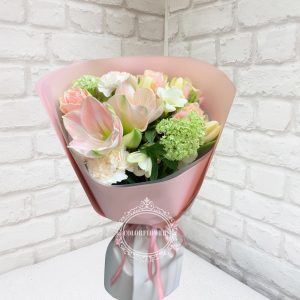 розы и фрезии