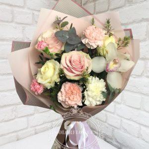Бежевый букет из роз