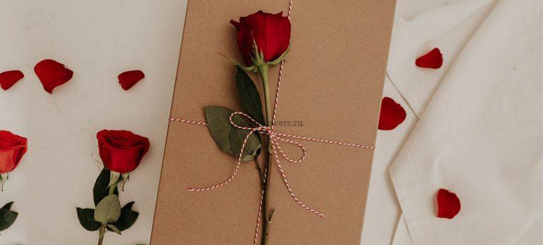 Что подарить вместе с цветами
