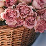 Кому и по какому поводу дарят цветы в корзине